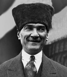 14 photos of Atatürk smiling MustafaKemâlim M