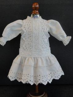 http://www.georgettebravot.com/contents/fr/p1850_robe_pour_poupee_bleuette.html