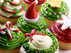 Christmas+Cupcake+Ideas | Christmas Cupcakes Decoration Ideas piped frosting with fondant