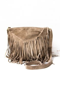 V-fringe taupe purse Hippie Accessories, Jewelry Accessories, Fashion Bags, Boho Fashion, Fringe Bags, Fringe Purse, Boho Bags, Boho Gypsy, Purse Wallet