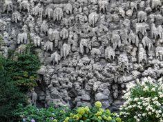 Die künstlich angelegten Grotten im Waldsteingarten wirken ziemlich mystisch. Kannst du einige Gesichter erkennen? #städtereise #prague #prag
