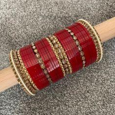 Bridal Bangles, Bridal Jewelry Sets, Jewelry Party, Wedding Chura, Wedding Hair, Bridal Hair, Thread Bangles Design, Asian Bridal, Indian Wedding Jewelry