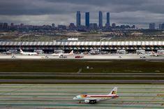 Terminal 4 del aeropuerto de Barajas, Madrid. obra del arquitecto Richard Rogers con la colaboración del Estudio Lamela