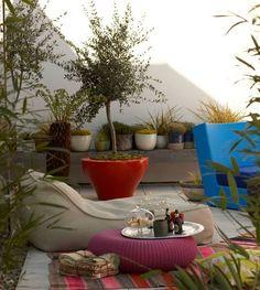 50 Small Urban Garden Design Ideas And Pictures - Shelterness - Gardening Design Small Gardens, Outdoor Gardens, Small Urban Garden Design, Urban Design, Ideas Para Decorar Jardines, Bohemian Patio, Bohemian Homes, Garden Pictures, Small Patio
