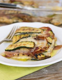 Parmigiana bianca di zucchine allo speck Romanian Food, Low Carb Diet, Antipasto, Light Recipes, Vegetable Dishes, Creative Food, Summer Recipes, Finger Foods, Italian Recipes