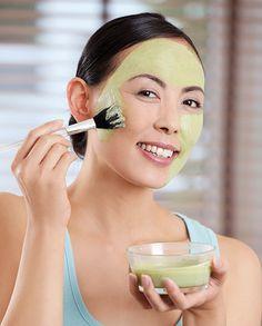 'Green Beauty': Healthy Glow mit Matcha Maske  Dass uns das Trinken von Matcha guttut, wissen wir bereits. In einer selbstgemachten Pflegemaske ist das grüne Pulver noch ein Geheimtipp. Hier das Rezept!