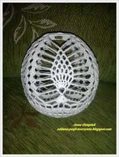 Oddana pasji tworzenia...: Bombowe te bombki... cz. 1 Crochet Christmas Ornaments, Crochet Snowflakes, Ball Ornaments, Christmas Baubles, Christmas Crafts, Crochet Ball, Thread Crochet, Crochet Hooks, Double Crochet