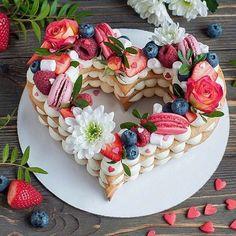 Fruit tart dessert valentines day 36 ideas for 2019 Heart Shaped Cakes, Heart Cakes, Shaped Cookie, Cute Desserts, Delicious Desserts, Tortas Deli, Bolo Panda, Cake Lettering, Dessert Original