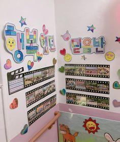 졸업식 준비2🥳 . . #누리놀이자료왕 #도전 #어린이집 #졸업식🎓 Classroom Decor, Preschool Activities, Ladybug, Diy And Crafts, Kindergarten, Graduation, Photo Wall, Education, Holiday Decor