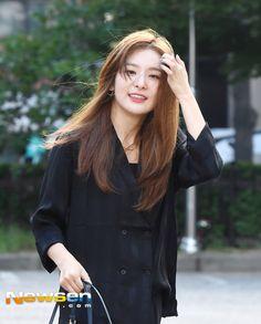 Red Velvet - Seulgi Kang Seulgi, Red Velvet Seulgi, Korean Model, Korean Girl, Kpop, Coat, Ariel, Women, Aesthetics