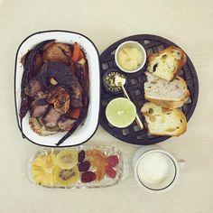 gooooooooood morning wednesday :-D))) #goodmorning #morning #breakfast #yummy #goodfood #instafood #onthetable  #homemade #foodie #foodstagram #foodphoto #top_food_of_instagram  #朝食 #早餐 #slowcook_roast_5cmd_beef_fig_potato_carrot #breadplatter #dried_pineapple_kiwi_tomato_orange_strawberry_yogurt