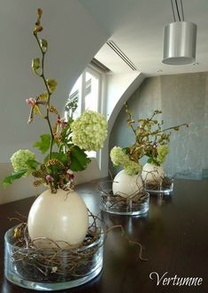Atelier Vertumne Plus Atelier Vertumne Plus The post Atelier Vertumne Plus appeared first on Blumen ideen. studio ideas Atelier Vertumne Plus - Blumen ideen Deco Floral, Art Floral, Blog Deco, Deco Table, Decoration Table, Spring Decorations, Easter Crafts, Flower Vases, Diy Flowers