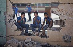 La mitad de los niños de la Franja de Gaza comienzan su nuevo año escolar un una demora de tres semanas como consecuencia de la devastadora guerra de 50 días entre Israel y el grupo de militantes de Hamas en la Franja de Gaza. (EFE, AFP, AP)