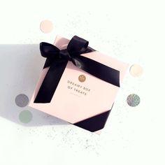 Dreamy box of treats!!  // En septiembre arma la cajita perfecta para tu persona favorita!!! Encuéntrala en www.toystyle.co #toystyle #new #tomyfav #amoryamistad #gift #giftbox #boxoftreats #pastels #bow