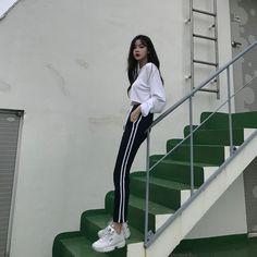 ♥️34차마켓 오픈했어요♥️-2만원이상 무료배송(8.20-21)오전 10시에 오픈한댔는데, 일 끝내고 라이브 들어갔는데 다들 기다리시고 계셔서 오픈해버렸어요라이브하면서 오픈하기는 처음이에욬ㅋㅋㅋㅋㅋㅋㅋ진짜 다들 귀여워 쥬금ㅠㅡㅠ항상 감사하고 사랑해요♥️♥️♥️#딜라잇문#블로그마켓 Korean Girl Fashion, Korean Fashion Trends, Korean Street Fashion, Ulzzang Fashion, Look Fashion, Daily Fashion, Bad And Boujee Outfits, Trendy Outfits, Cute Outfits