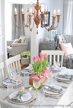 4 Romantic Valentine Interior Decor Ideas for Dinner - Valentine's Day is around the corner. All you need to know is Valentine interior décor ideas for your romantic dinner. Dinning Room Table Decor, Breakfast Table Decor, Dining Rooms, Pink Table Settings, Grey Tablecloths, Table Setting Inspiration, Gris Rose, Centerpieces, Table Decorations