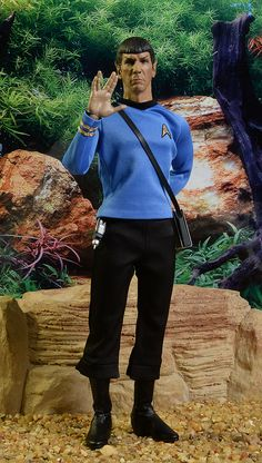 Qmx Star Trek Kirk, Spock sixth scale figures – actionfigure Star Trek Toys, Star Trek Action Figures, Start Trek, Star Trek Captains, Star Trek Images, Tv Icon, Star Trek Starships, Star Trek Original, Videogames