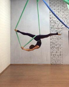New split. Music - for the damaged coda Aerial Hammock, Aerial Hoop, Aerial Arts, Aerial Acrobatics, Aerial Dance, Aerial Silks, Cool Yoga Poses, Yoga At Home, Beach Crafts