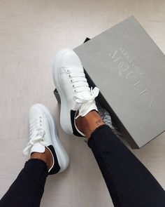 20 Meilleurs Baskets À Shopper Absolument! Alexander Mcqueen Sneakers, Alexander Mcqueen Baskets, Sneaker Outfits, Sneakers Fashion Outfits, Nike Fashion, Fashion Women, Vans Old Skool, New Shoes, Shoes Heels Boots