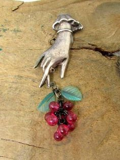 Vintage Handmade Sterling Silver Figural Hand Fingers Grapes Leaves Pin Brooch