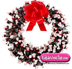 Handmade Candy Wreaths for Holidays, Birthdays or Occasion! Candy Wreath, Candy Bouquet, Holiday Candy, Holiday Fun, Sweets Christmas Gifts, Craft Gifts, Diy Gifts, Tootsie Rolls, Classic Candy