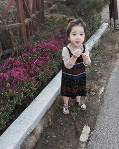 Mamaa ne me na nthi pydi java ni babrbr ane keje deda ha j pde che java ni ane happy thai ne Cute Asian Babies, Korean Babies, Asian Kids, Cute Babies, Baby Kids, Cute Little Baby, Cute Baby Girl, Baby Love, Baby Pictures