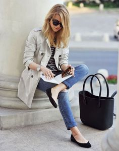 Casual chic outfit - classic trench coat, skinny jeans, black ballet flats, and sunnies Cool Summer Outfits, Casual Work Outfits, Classic Outfits, Work Casual, Casual Chic, Spring Outfits, Casual Office, Comfy Casual, Trent Coat