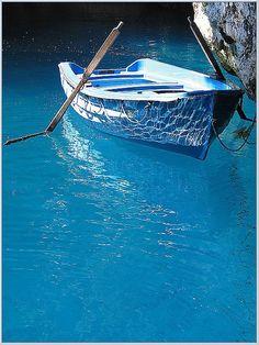 Blue Boat, Isle of Crete, Greece I love the blue water! Love Blue, Blue And White, Le Grand Bleu, Azul Indigo, Blue Boat, Blue Canoe, Blue Aesthetic, Something Blue, Belle Photo