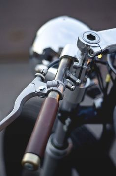 Looking for inspiration for your own Yamaha Cafe Racer? Check out this awesome creation of Auto Fabrica. Vintage Bikes, Vintage Motorcycles, Custom Motorcycles, Custom Bikes, Custom Choppers, Honda Motorcycles, Cb Cafe Racer, Cafe Racer Parts, Cx500 Cafe