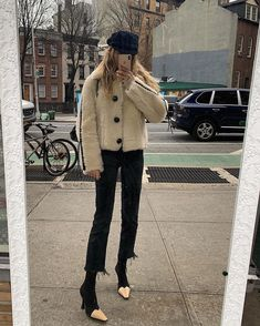 Perfect cropped neutral color jacket worn with cropped flare black denim and neutral and black shoes -such a chic french girl style Winter Outfits, Casual Outfits, Cute Outfits, Fashion Outfits, Summer Outfits, French Girl Style, My Style, Marie Von Behrens, Mode Ootd