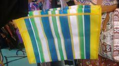 Opção de embalagem principal - existem vários tipos de bolsa, em cores diversas - essa daí NÃO tem zíper - é um bolsão sem divisões -variações entre 13 e 15 reais - Feira Centro perto de Luciano Calçados