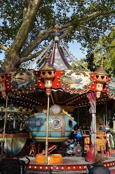 Carrousel Jules Verne - Parc de Monceau  \\ Paris
