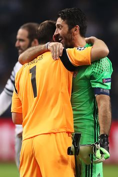 @Casillas Gianluigi #Buffon e Iker #Casillas #Legendas #Idolos #9ine