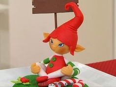 Make one elf or 100 elves as Christmas favors!  This clay tutorial for creating these expressive elves has been translated to Englis...