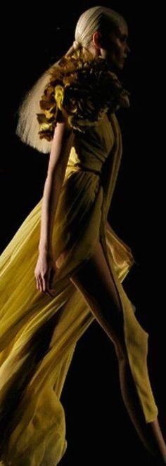 Regilla ⚜ Una Fiorentina in California Mellow Yellow, Mustard Yellow, Mustard Seed, Color Yellow, Shades Of Yellow, Yellow And Brown, 50 Shades, Yellow Fashion, Colorful Fashion