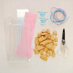 DIY Animal Crackers Favor Bag - great for a 1st B-Day