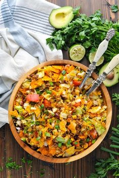 A retro favorite! Taco Salad Ingredients, Taco Salad Recipes, Taco Salads, Pasta Salad, Classic Taco Salad Recipe, Taco Salad Doritos, Taco Dip, Healthy Eating Tips, Healthy Recipes