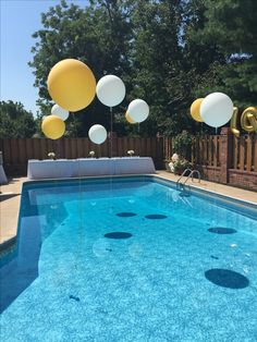 Amazing pool party 🎉 by Graduation Table Decorations, Outdoor Graduation Parties, Pool Party Decorations, Birthday Party Centerpieces, 18th Birthday Party, Graduation Party Decor, Grad Parties, Balloon Decorations, Water Balloons