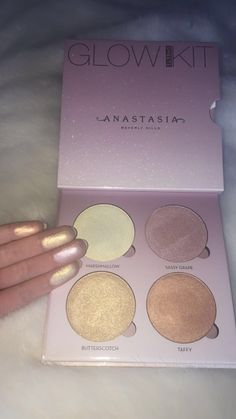 Anastasia Beverly Hills Candy Glow Kit Source by eylul_gny Anastasia Beverly Hills Glow Kit, Anastasia Glow Kit, Anastasia Beverly Hills Highlighter, Anastasia Makeup, Makeup Goals, Makeup Inspo, Makeup Inspiration, Cute Makeup, Pretty Makeup