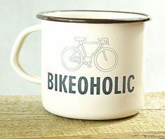 """Quizás vender tipo tazas, bolsas ecológicas, etc. """"Souvenirs"""" y que digan algo de Pátzcuaro +bicicletas"""