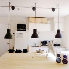 Atsushiさんの「見せる収納,IKEA,キッチンカウンター,キッチンまわり,照明,収納,Mac,Kitchen」についてのお部屋写真 - RoomClip Kitchen Office, Kitchen Dining, Best Interior, Room Interior, Scandinavian Modern, Cool Kitchens, House Design, Ceiling Lights, Lighting