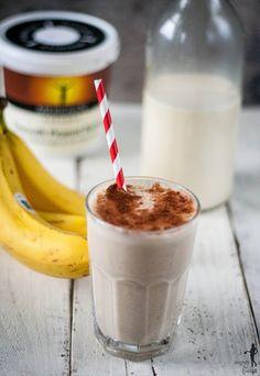 Mleko migdałowe w pięciu prostych krokach. I smoothie na deser.