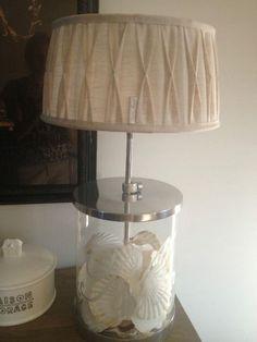 Riviera Maison deze lamp blijft prachtig! in de voet kunnen alle secrets terecht :) #pjntratuin #leefjeuit
