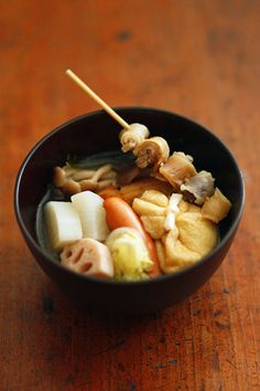 Oden - Oden is a Japanese winter dish consisting of several ingredients such as boiled eggs, daikon radish, konnyaku, and processed fish cakes stewed in a light, soy- flavoured dashi broth. Japanese Dishes, Japanese Food, Winter Dishes, Beautiful Soup, Food Photo, Asian Recipes, Love Food, Dashi Broth, Food And Drink