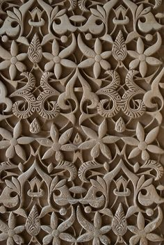 Relief pattern wall in the Alhambra, Granada, Spain. Remember that if you wish to visit the Alhambra, you have to reserve before. Pattern Wall, Wall Patterns, Textures Patterns, Print Patterns, Pattern Design, Islamic Architecture, Art And Architecture, Stoff Design, Moorish