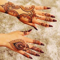 Mehndi is an art where an artist applies various henna tattoos on a girl's hands feet and other body parts. Mehndi Designs for bridals are amazing body art. Mehndi Designs 2018, Modern Mehndi Designs, Mehndi Design Pictures, Indian Mehndi Designs, Mehndi Desgin, Mehndi Images, Henna Tattoo Designs Arm, Tatoo Henna, Henna Mehndi