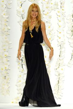 Rachel Zoe wearing something that's suitable for nearly every age and figure size. Love her hair, too.