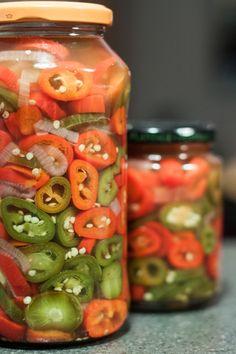 Færdigsyltede jalapenos Chutney, Pesto, Cucumber, Tapas, Chili, Vegetarian Recipes, Good Food, Food And Drink, Spicy