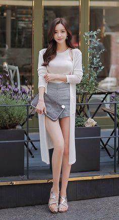 Korean Fashion On The Streets Of Paris Asian Fashion, Girl Fashion, Fashion Outfits, Fashion Trends, Stylish Outfits, Runway Fashion, Looks Chic, Cute Asian Girls, Beautiful Asian Women
