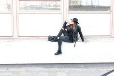 © Joy van Zetten – Joy van Zetten. all black outfit. Wearing: H&M hat, Primark sweater, Amy&Ivy leather jacket, Amy&Ivy jeans, Sacha zipper boots, Mango bag, Polette sunglasses.